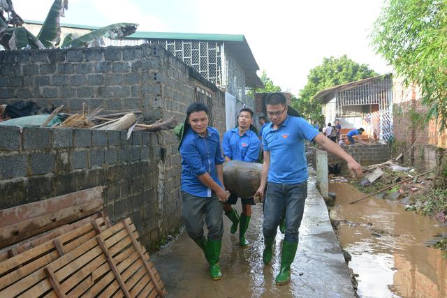 Hàng nghìn thanh niên tình nguyện giúp dân sau mưa lũ miền Bắc - Ảnh 6.