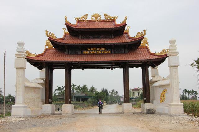 Một xã ở Nghệ An xây cổng làng bằng gỗ quý hơn 4 tỉ đồng - Ảnh 1.