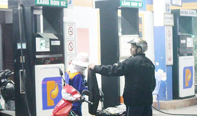 Nghệ An phạt gần 900 triệu đồng các trạm xăng dầu 'bẩn' - Ảnh 1.