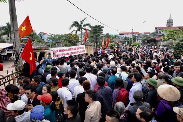 Khai trừ Đảng bí thư, cảnh cáo 4 lãnh đạo xã Đồng Tâm - Ảnh 3.