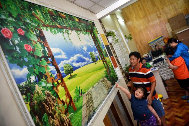Tranh dán tường 3d Hàn Quốc trang trí không gian cuốn hút người tiêu dùng TPHCM