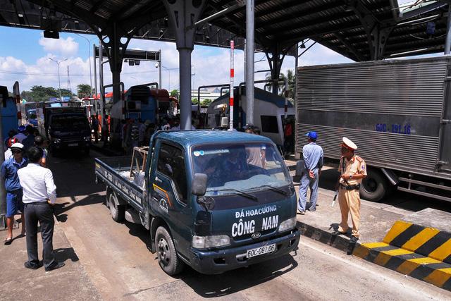 9h ngày 26-10, trạm BOT Biên Hòa thu phí trở lại - Ảnh 1.