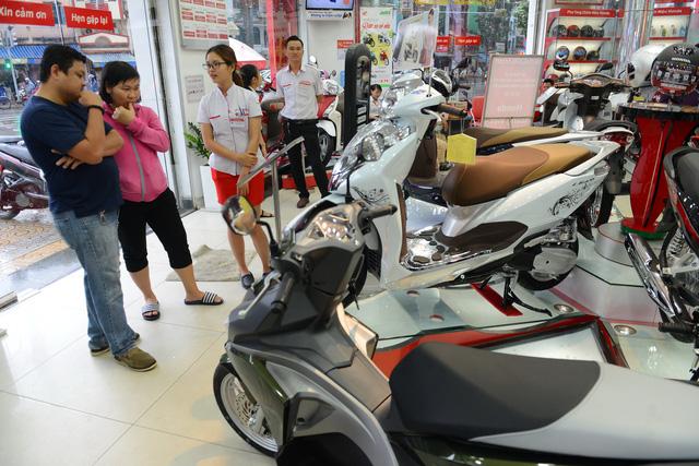 Xe tay ga tăng giá vài triệu đồng dịp cuối năm - Ảnh 1.