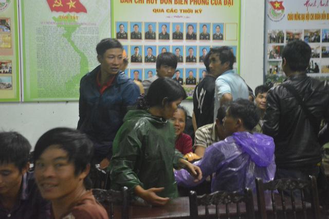 Cứu hộ khẩn cấp 131 công nhân kêu cứu giữa sông Thu Bồn - Ảnh 6.