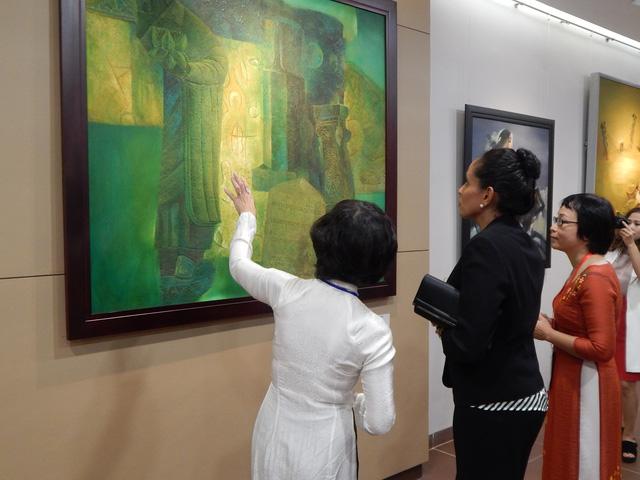 Phu nhân thủ tướng Papua New Guinea thăm Bảo tàng Mỹ thuật Đà Nẵng - Ảnh 7.