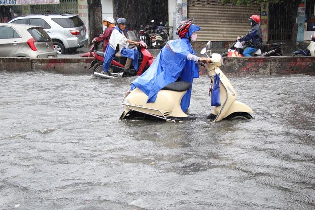 250 tỷ đồng chống ngập nước đường Huỳnh Tấn Phát - Ảnh 1.