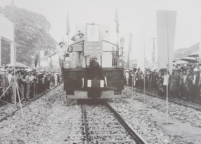 100.000 người và hơn 360 ngày hàn gắn đường sắt Bắc - Nam - Ảnh 3.