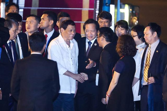 Tổng thống Duterte đã tới Đà Nẵng trong trang phục giản dị