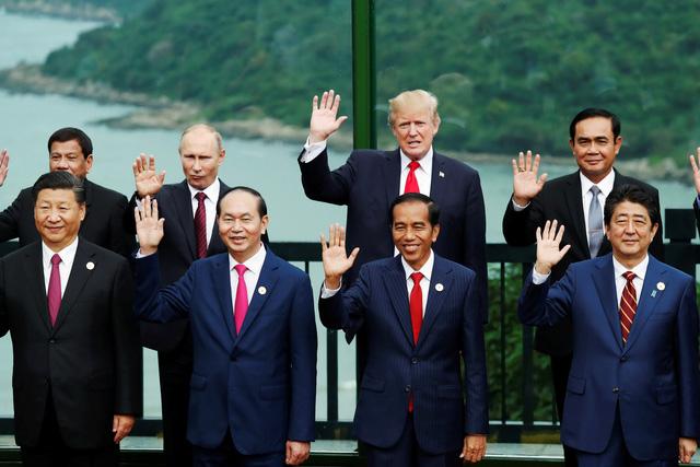Các lãnh đạo APEC không mặc áo truyền thống APEC chụp ảnh - Ảnh 1.