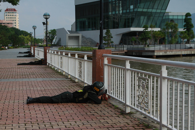 Diễn tập chống khủng bố trên sông Hàn - Ảnh 2.