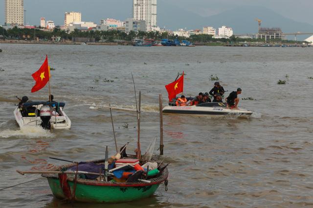 Diễn tập chống khủng bố trên sông Hàn - Ảnh 4.