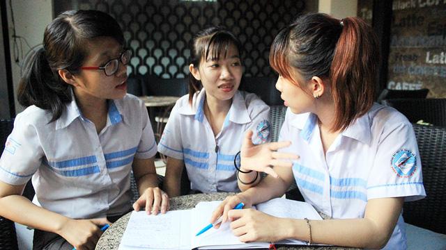 Nhóm sinh viên dạy học sinh xài tiền - Ảnh 1.