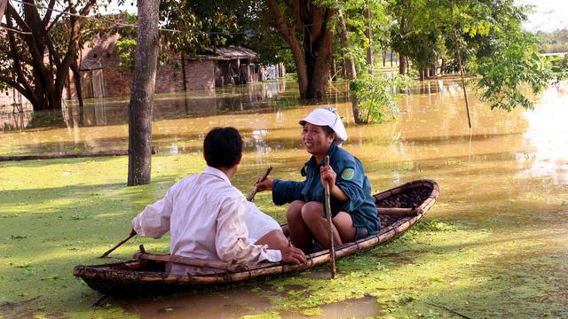 Hà Nội: Đê lở, nước hồi hương ngập trắng - Ảnh 9.