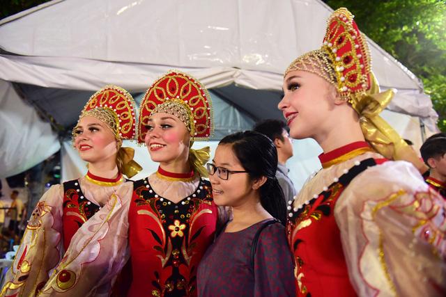 Đêm Văn hóa Thế giới 2017 trên phố đi bộ Nguyễn Huệ - Ảnh 2.