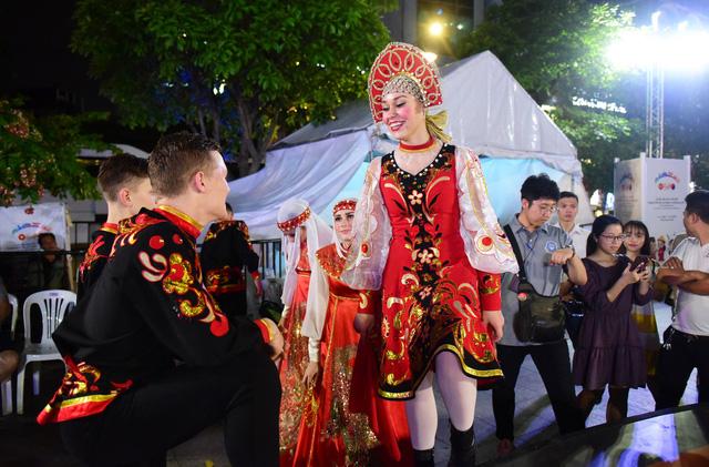 Đêm Văn hóa Thế giới 2017 trên phố đi bộ Nguyễn Huệ - Ảnh 3.