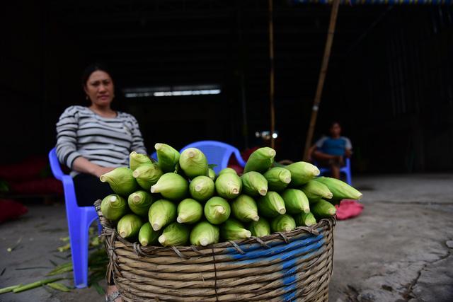 Tấp nập kẻ mua người bán tại chợ bắp lớn nhất Sài Gòn - Ảnh 9.
