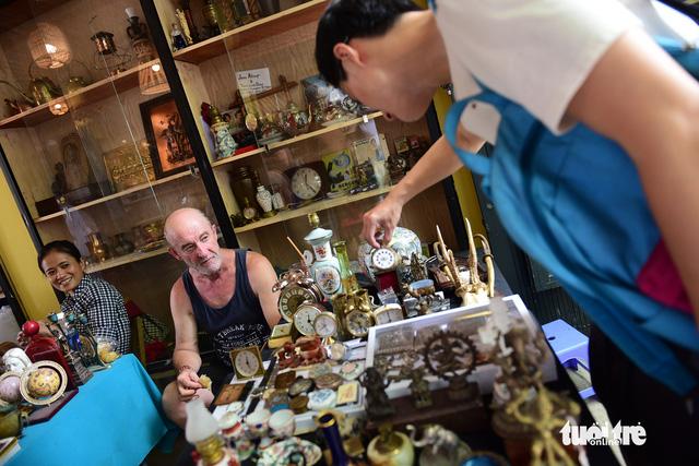 Chợ đồ cổ tấp nập giữa lòng Sài Gòn - Ảnh 10.