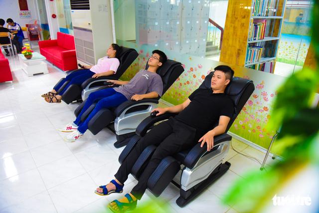 Thư viện có ipad, ghế massage... dành cho sinh viên - Ảnh 5.