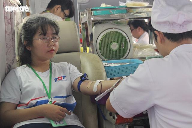 1.200 đơn vị máu từ tấm lòng sinh viên ĐH Tôn Đức Thắng - Ảnh 9.
