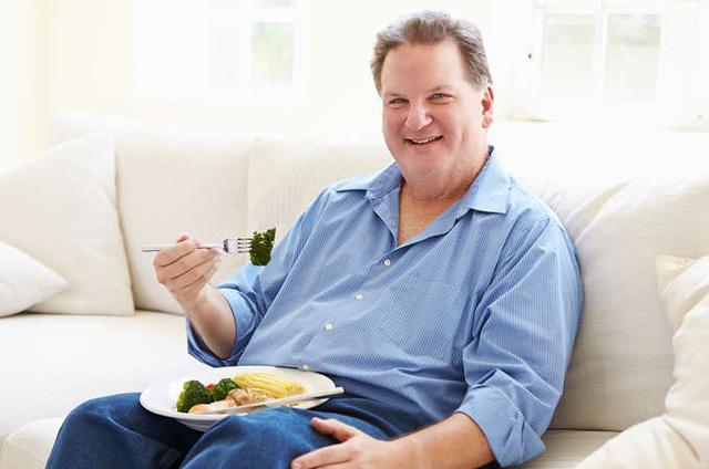 Đàn ông trung niên nên ăn uống như thế nào? - Ảnh 1.