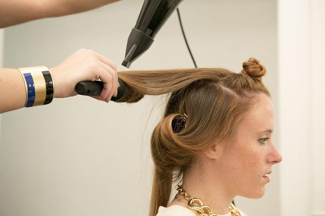 Bốn dấu hiệu chứng tỏ đây là lúc bạn nên đổi kiểu tóc mới - Ảnh 1.