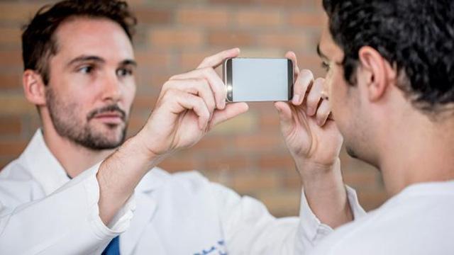 Công bố ứng dụng smartphone phát hiện tổn thương não - Ảnh 1.