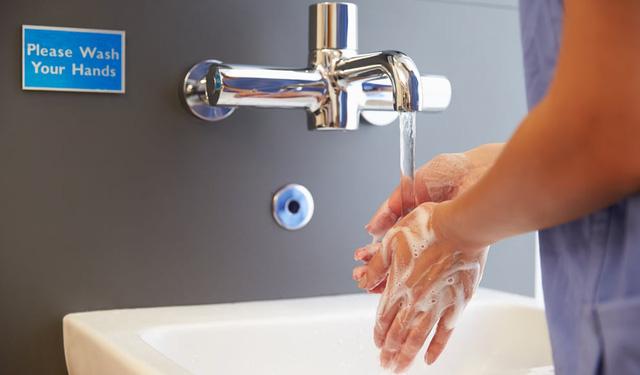 Nhiễm khuẩn bệnh viện là do… ít rửa tay? - Ảnh 1.