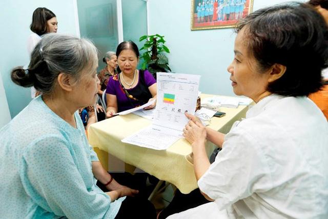 Khoảng 67% người cao tuổi Việt trong tình trạng sức khỏe kém - Ảnh 1.