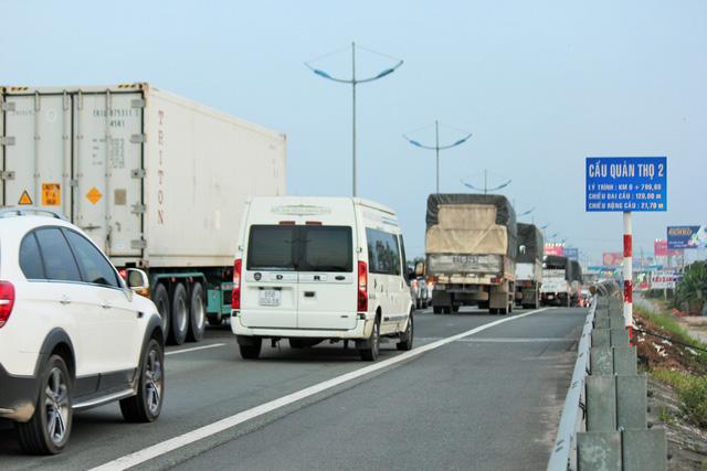 Cao tốc TP.HCM - Trung Lương kẹt cứng, vẫn không xả trạm thu phí - Ảnh 5.