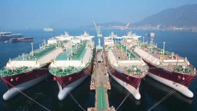 Hàn Quốc đóng tàu dùng khí tự nhiên hóa lỏng lớn nhất thế giới - Ảnh 1.