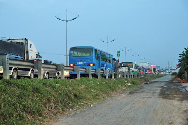 Cao tốc TP.HCM - Trung Lương kẹt cứng, vẫn không xả trạm thu phí - Ảnh 6.