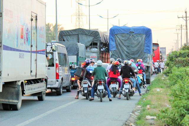 Cao tốc TP.HCM - Trung Lương kẹt cứng, vẫn không xả trạm thu phí - Ảnh 9.