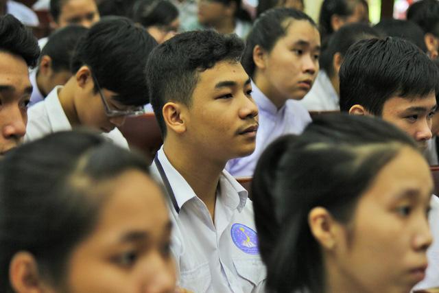 Tiếp sức tân sinh viên Bến Tre, Tiền Giang đến trường - Ảnh 2.