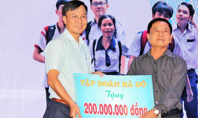 Tiếp sức tân sinh viên Bến Tre, Tiền Giang đến trường - Ảnh 4.