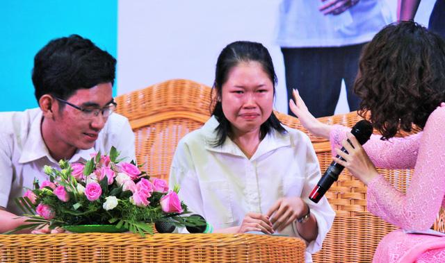 Tiếp sức tân sinh viên Bến Tre, Tiền Giang đến trường - Ảnh 1.