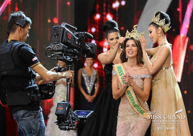 Hoa hậu Peru đoạt vương miện Hoa hậu Hoà bình thế giới 2017 - Ảnh 1.