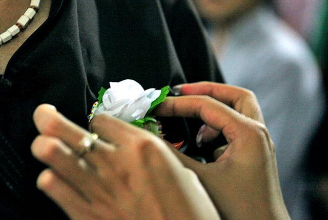 Chuyện cuối tuần: Vu lan này, hoa hồng đã trắng... - Ảnh 1.