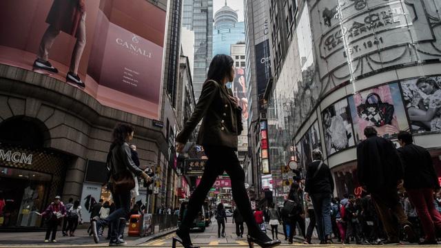 Sự thật về kiểu làm kiệt sức đến chết ở Hong Kong - Ảnh 2.