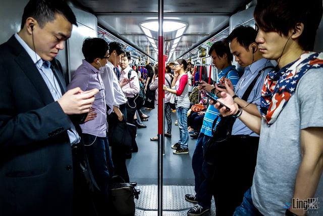 Sự thật về kiểu làm kiệt sức đến chết ở Hong Kong - Ảnh 1.