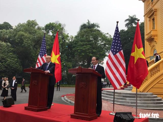 Chủ tịch nước Trần Đại Quang và Tổng thống Donald Trump họp báo - Ảnh 1.