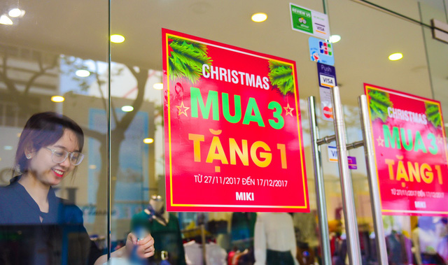 Thị trường thời trang mùa Noel: Thời trang nhanh lên ngôi - Ảnh 2.