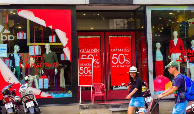 Thị trường thời trang mùa Noel: Thời trang nhanh lên ngôi - Ảnh 1.