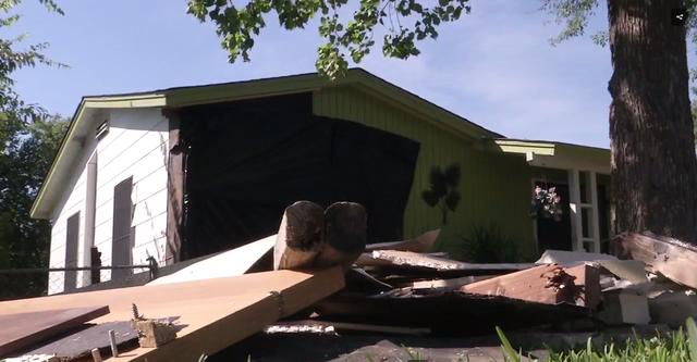 """Ngôi nhà """"xui xẻo"""" bị xe hơi đâm vào hai lần chỉ trong một tuần - Ảnh 2."""