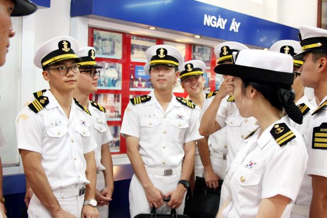 Nhà khoa học châu Á chia sẻ ý tưởng phát triển ngành hàng hải - Ảnh 1.