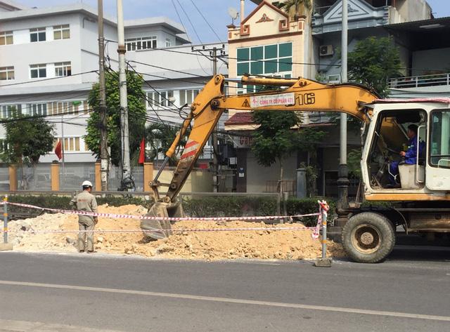 Hố tử thần xuất hiện giữa quốc lộ 18 tại Quảng Ninh - Ảnh 3.
