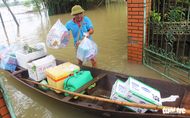 Nước sông Lam dâng nhanh, dân hối hả chạy lụt - Ảnh 5.