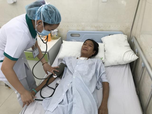 Đà Nẵng: Điều trị miễn phí người phụ nữ… ngủ ngồi