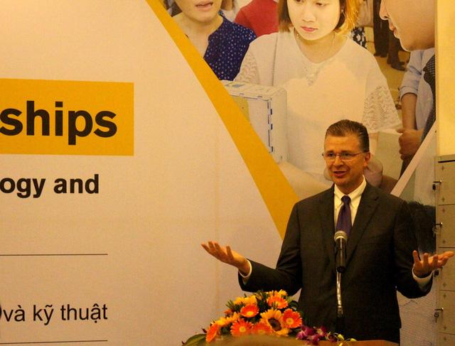 Tân đại sứ Hoa Kỳ tại Việt Nam thăm Đại học Đà Nẵng - Ảnh 2.
