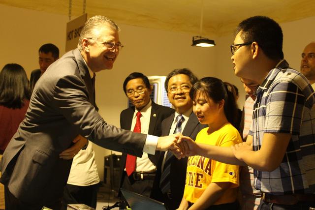 Tân đại sứ Hoa Kỳ tại Việt Nam thăm Đại học Đà Nẵng - Ảnh 1.