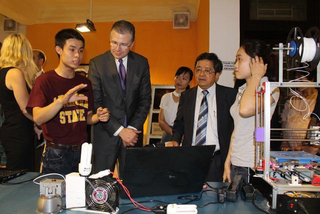 Tân đại sứ Hoa Kỳ tại Việt Nam thăm Đại học Đà Nẵng - Ảnh 4.